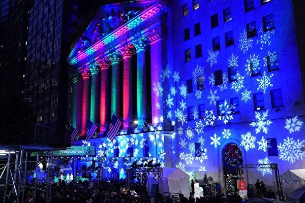 组图:纽约证交所圣诞树点灯庆典迎佳节