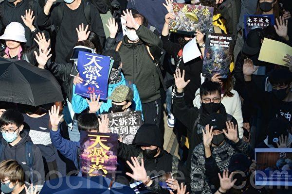 2019年12月8日,香港民陣發起「國際人權日」集會大遊行,遊行起步,市民已佔據整個銅鑼灣街道。民眾高喊「五大訴求,缺一不可」口號。(宋碧龍 /大紀元)