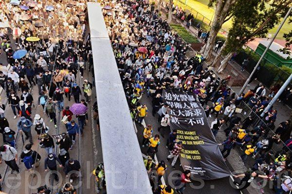 2019年12月8日,香港民陣發起「國際人權日」集會大遊行,市民已佔據整個銅鑼灣高士威道。(宋碧龍 /大紀元)