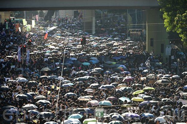2019年12月8日,香港民陣發起「國際人權日」集會大遊行,市民已佔據整個銅鑼灣街道。(宋碧龍 /大紀元)