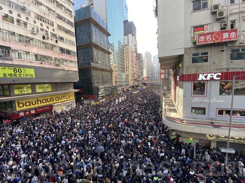 2019年12月8日,香港民陣發起「國際人權日」集會大遊行,遊行至軒尼詩道與博士富街。(駱亞/大紀元)