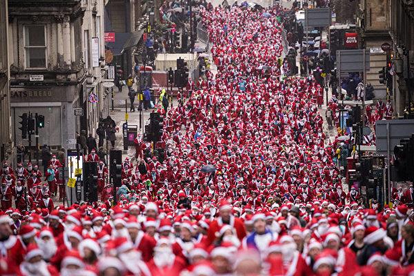 組圖:蘇格蘭聖誕老人慈善路跑 歡樂慶佳節