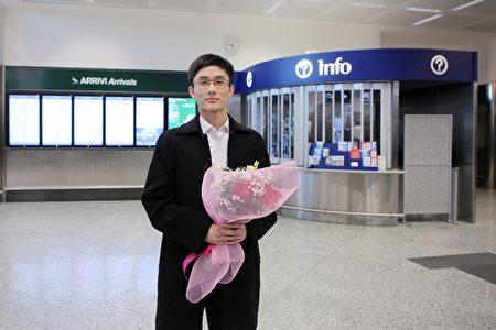 2019年12月25日,神韻演員孫弘威說自己第三次來到意大利演出,感到非常興奮。(楊天樂/大紀元)