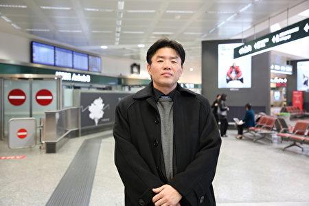 2019年12月25日,神韻指揮裴鍾勳說,很高興能夠在意大利演出。(楊樂天/大紀元)
