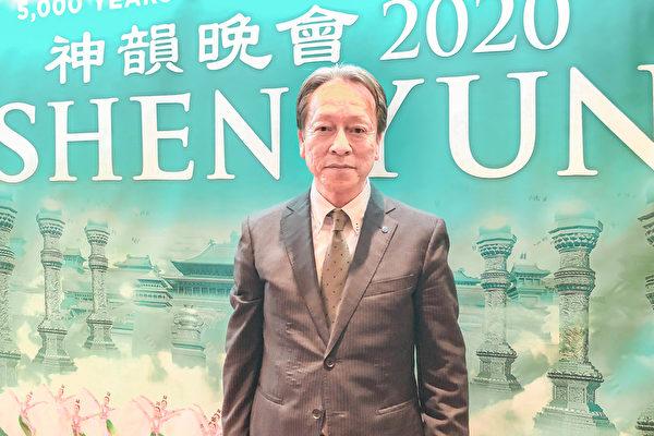 2019年12月25日晚間,綜合保險代理公司Selection的社長渡邊幸一(Watanabe Koichi)觀賞神韻紐約藝術團在日本名古屋的首場演出。(牛彬/大紀元)