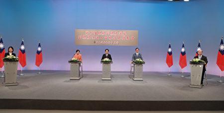 2020台灣大選唯一的一場副總統候選人政見會20日晚間舉行,民進黨副總統候選人賴清德(中)、國民黨副總統候選人張善政(右)與親民黨副總統候選人余湘(左)同台交鋒。(中選會提供)