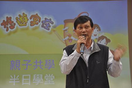 新唐人亞太台花蓮團隊經理廖偉辰說,有了漢字才能傳承中華文化,《悠遊字在》製作用了19年才完成,讓大小朋友一起悠遊漢字之美。