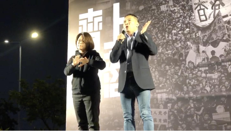香港立法會議員胡志偉集會上演講。(梁真 / 大紀元)
