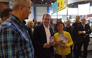 土耳其书展 市长来到法轮功学员展位