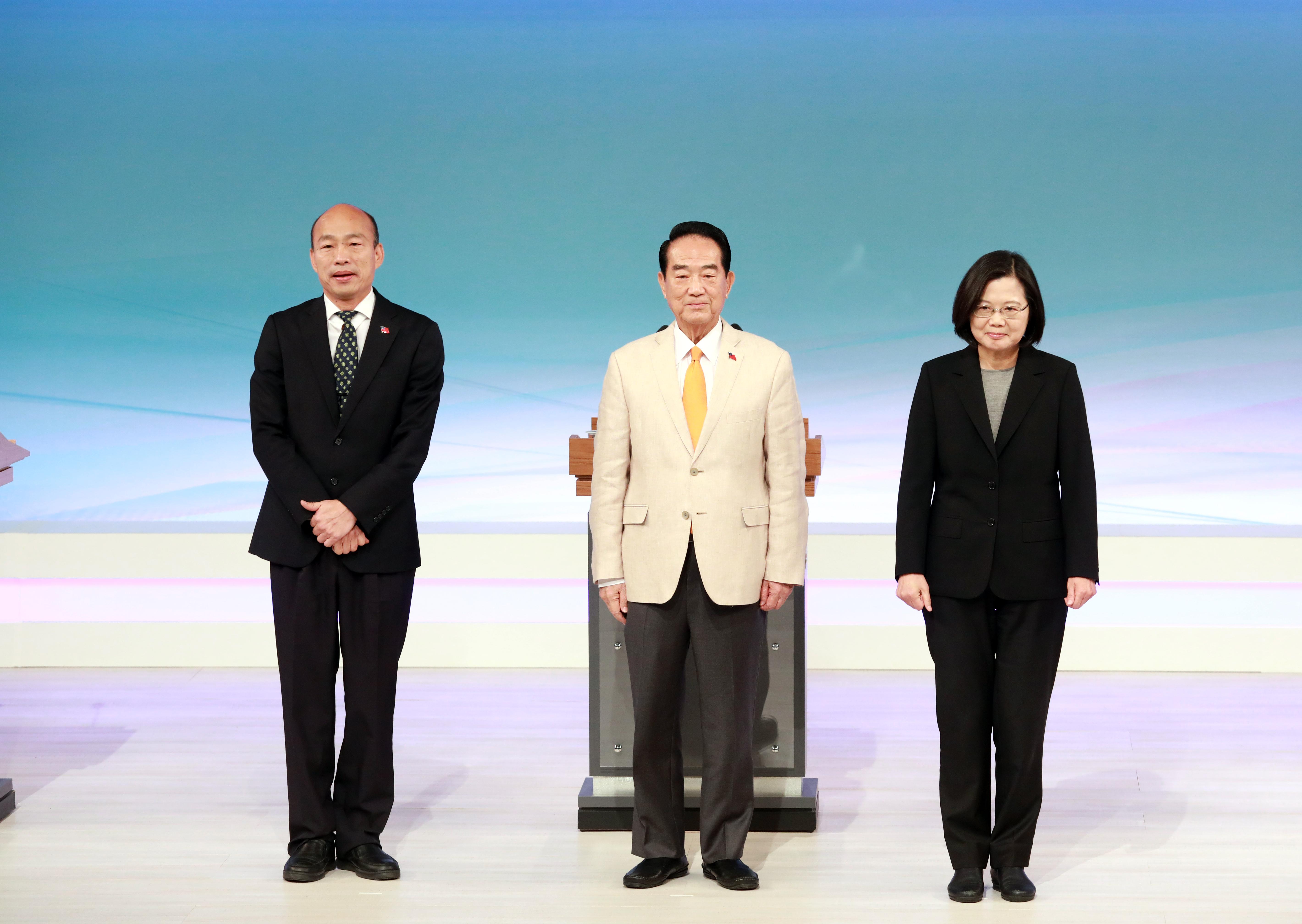 圖為12月29日台灣總統候選人首場電視辯論。(台北市攝影記者聯誼會提供)