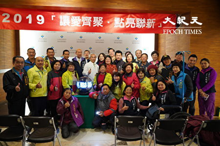 联新国际医院圣诞点灯寒冬送暖,平镇区里长全员到齐,将协助分送白米物给需要帮助的里民。