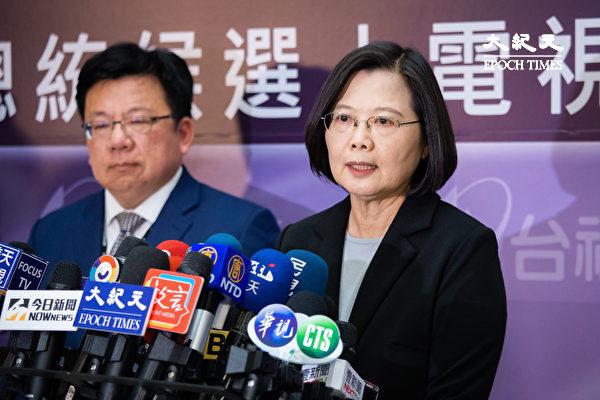 蔡英文提到,中國方面把兩岸關係的交流,觀光客、經貿的交流,拿來當作一個政治的籌碼,這才是真正的問題所在。(陳柏州/大紀元)