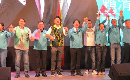 副總統參選人賴清德(中右)要大家支持中壢區立委參選人彭俊豪。
