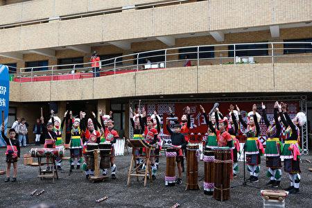 原住民瑪嘎巴嗨文化藝術團表演。