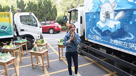 亲手绘制资源回收车的才女。