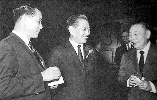 1971年11月時,經濟部長孫運璿(左)、行政院長蔣經國(右)、中鋼總經理趙耀東(中)在中鋼成立酒會上。(《開放》提供)