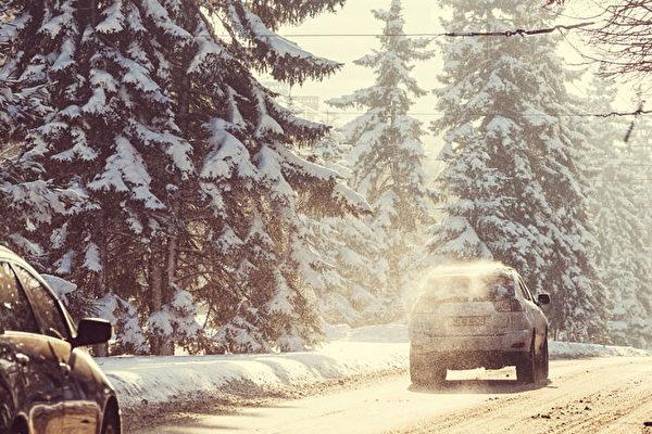 冬季暴风来袭 美东南部逾1200万人受影响
