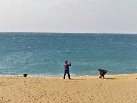 山水沙灘波光粼粼的湛藍海水向來客招手,沒有人抵擋得住這海的溫柔魅力。