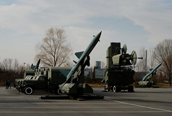 中共地空導彈於2013年12月4日在北京航空博物館展出。(Mark Ralston/AFP via Getty Images)