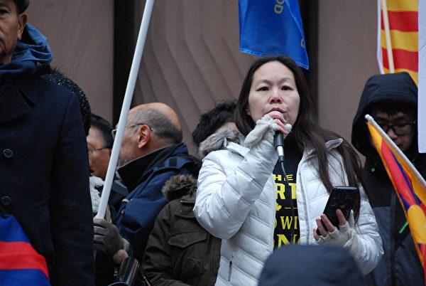 多倫多人撐香港代表MiMi Lee。(伊鈴/大紀元)