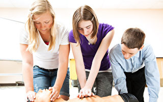 看YouTube学会CPR 英7岁女童救母亲一命