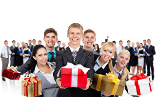 business people hold gift box present over big group of people Fotolia
