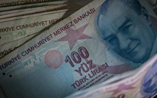 """土耳其""""罗宾汉""""到处送钱 替穷人付清债务"""