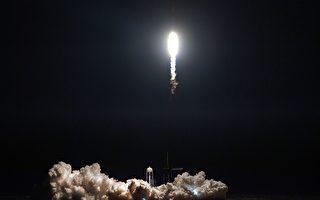收到礼物 太空站宇航员们提前过圣诞节
