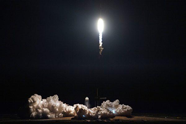 收到禮物 太空站宇航員們提前過聖誕節