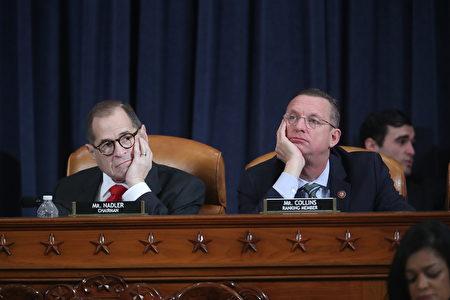 美國眾議院司法委員會12月9日進行彈劾總統特朗普調查的第二場公開聽證,兩黨律師受邀出席。圖為民主黨代表律師使用剪輯後的特朗普公開發言作為呈堂證據。(Jonathan Ernst – Pool/Getty Images)