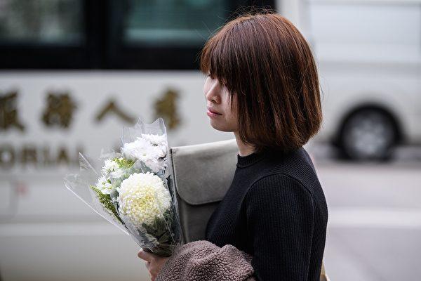 2019年12月12日,香港民眾前來悼念墜亡的科大學生周梓樂。(ANTHONY WALLACE/AFP via Getty Images)
