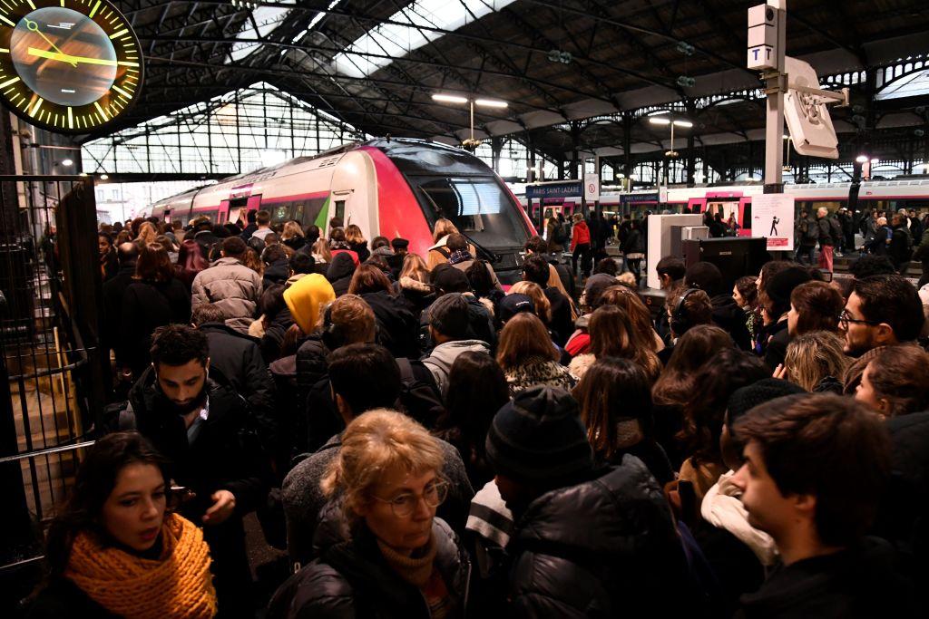 法罷工潮致公共交通嚴重受阻 聖誕節受影響
