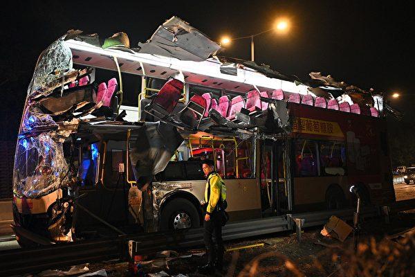 港重大车祸致6死39伤 4警察一旁说笑被骂