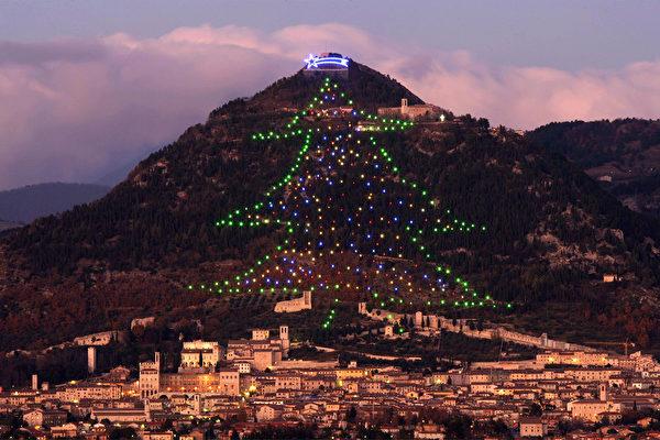 高750公尺 世界最大圣诞树在意大利