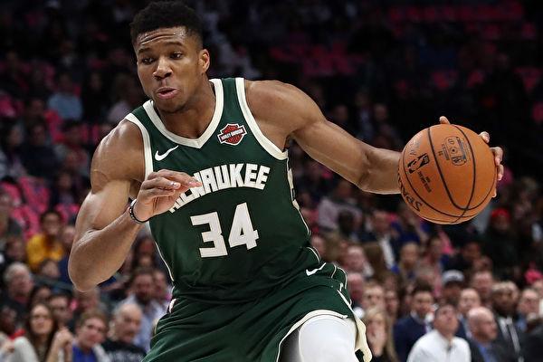 NBA东西部榜首对决 雄鹿力克湖人