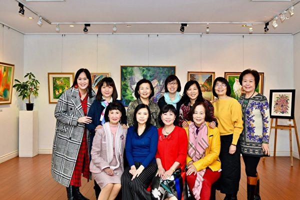 圖:北一女加拿大校友會舉行2019綠緣藝文雙年展「花團錦簇」,展現最聰明的筆,描繪出的最漂亮作品。(北一女加拿大校友會提供)