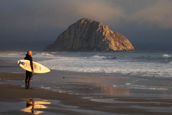 加州沿海洋底发现1.5万微洼地 聚集大量垃圾