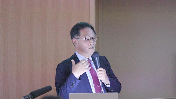 南韓器官移植倫理協會、南韓高麗大學醫學教授韓熙哲,介紹了南韓的器官移植情況。(新唐人)