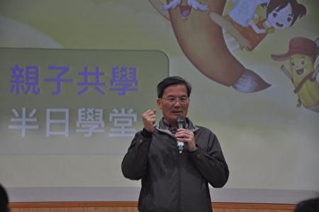凤林国小校长李国清说,办悠游自在学汉文,透过玩闯关游戏,在游戏中了解汉字的由来和奥秘,让小朋友快乐学习。