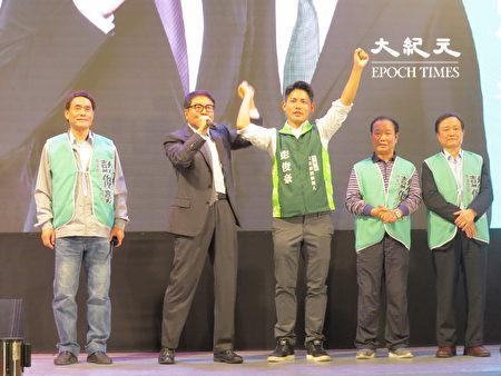洪奇昌支持中壢區立委參選人彭俊豪高票當選。