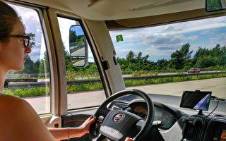 澳一半初学开车年轻人危险驾驶