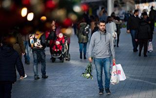 圣诞节前的关店时刻   购物者们仍在采购