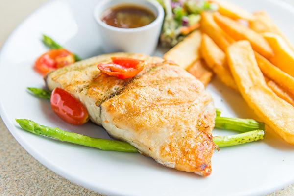 三十五岁之后避免发胖,最重要的一餐是晚餐。(Shutterstock)