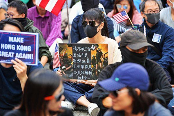 抗爭者未曾忘記過去數個月里許多香港年輕人的犧牲。(宋碧龍/大紀元)