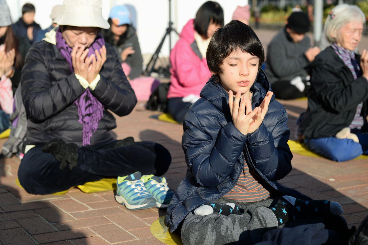 12月8日,香港法輪功學員舉辦國際人權日集體大煉功集會。(宋碧龍 /大紀元)