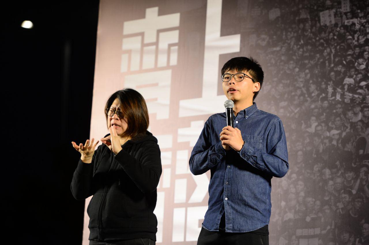 香港眾志的秘書長黃之鋒在集會上發言。(宋碧龍 / 大紀元)