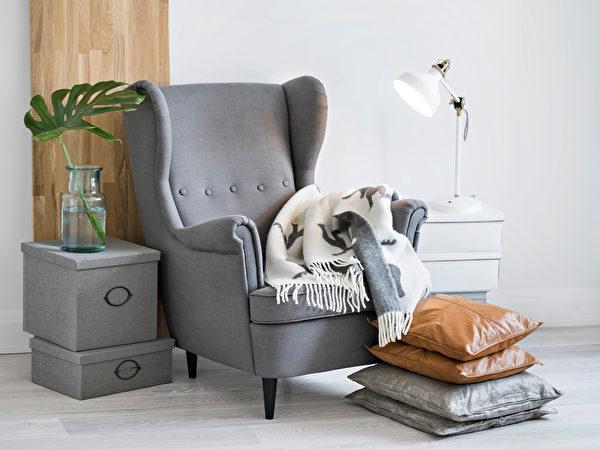 冬天在家中的活動時間會增長,你也可以調整家具布置適合閱讀的舒適角落。(shutterstock)