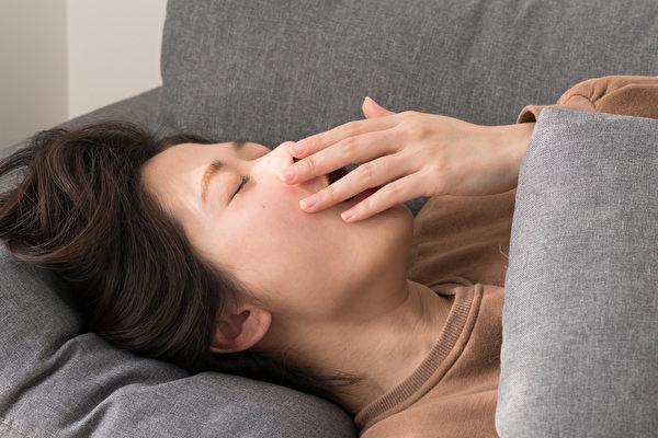 小睡、打盹对脑力、精神状态、心脏健康都有益处,睡多久最好?(Shutterstock)