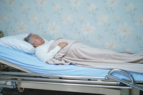褥疮的愈合能力随着年龄增长就越来越弱。应如何预防生褥疮?(Shutterstock)