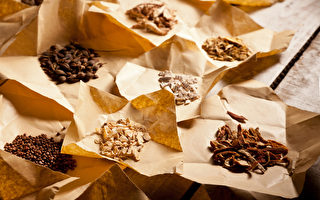 感冒喉嚨痛老是好不了,哪些中藥方可以治療止痛?(Shutterstock)